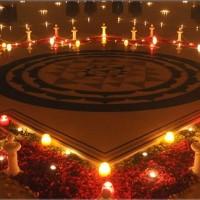 Sri-Chakra_in_temple_candles.33293359_std